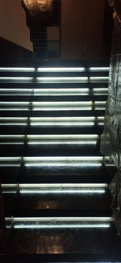 Лестница из лабрадорита Volga Blue с LED подсветкой