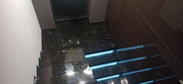 Лестница из лабрадорита Volga Blue