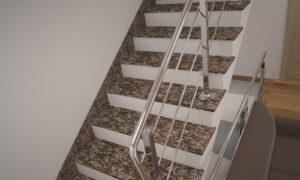 Лестница из Дидковичского гранита с металлическими перилами