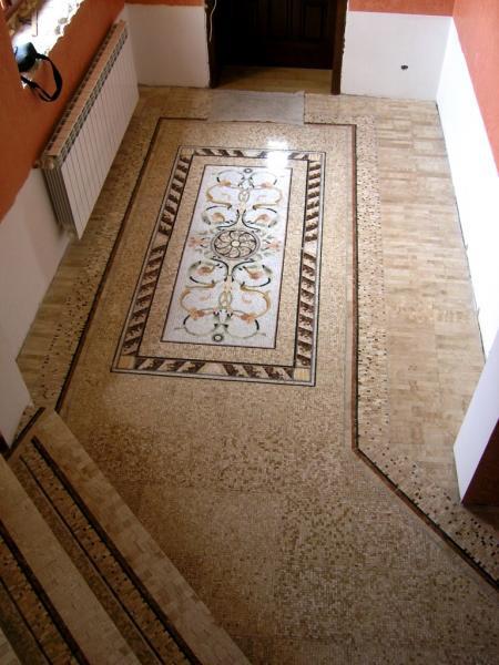 Підлога з мармурової мозаїки