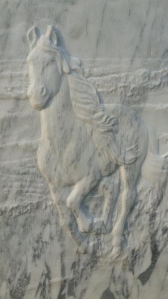 Барельеф из мрамора — Лошадь