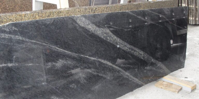 Сляб из тёмно-серого гранита Pantera Grey