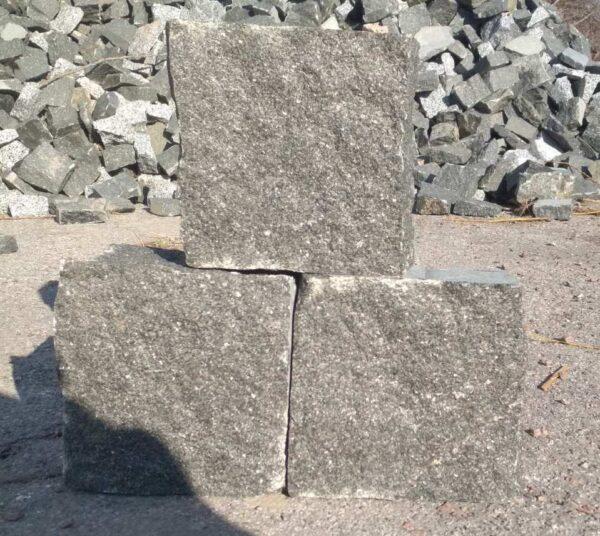 Колотая брусчатка из камня Габбро размером 10x10x5 см