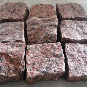 Красная колотая брусчатка 10x10x5 см из гранита Maple Red (9 камней)