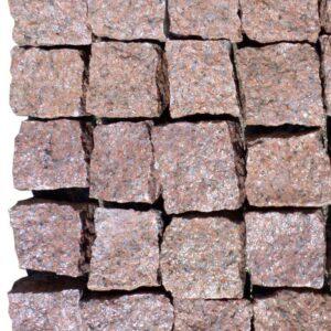 Колотая брусчатка из красного Кишинского гранита 10x10x5 см
