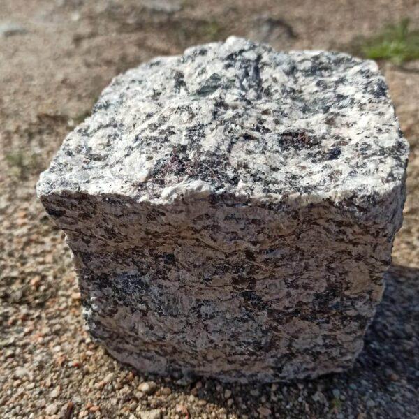 Колотая брусчатка из жёлтого Софиевского гранита 10×10×10 (1 камень)