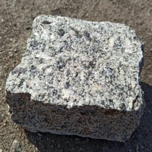 Колотая брусчатка из Софиевского гранита - размер 10х10х5