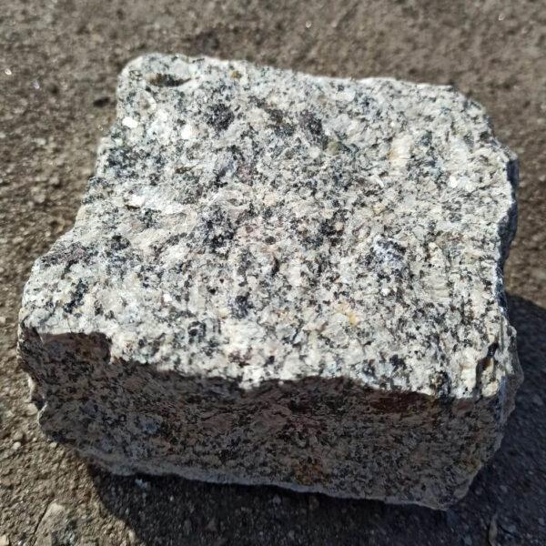Колота бруківка з Софіївського граніту - розмір 10х10х5