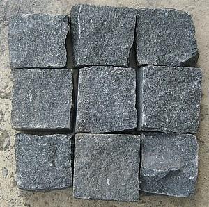 Колотая брусчатка из камня Габбро размером 5x5x5 см