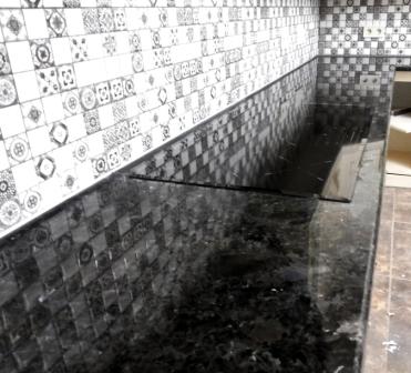стільниця лабрадорит чорний камінь