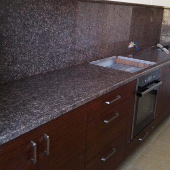 Рожево-коричнева стільниця для кухні з натурального каменю Star of Ukraine - родовище Дідковічі