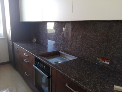 Столешница для кухни из гранита Дидковичи (вид справа)