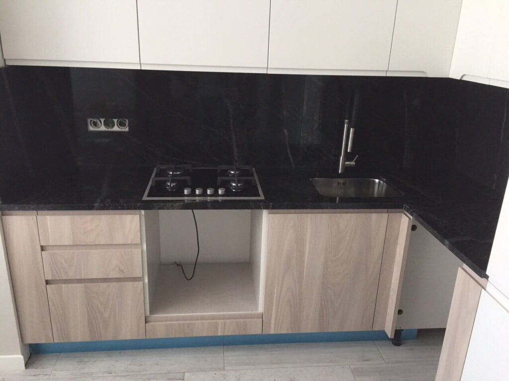 Кухонная столешница из гранита Pantera Grey
