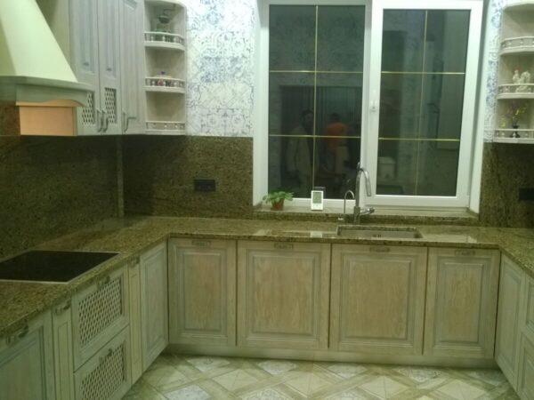 Столешница кухонная из Софиевского гранита, установленная в Одессе