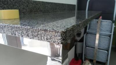 Стільниця з полірованого Покостівського граніту