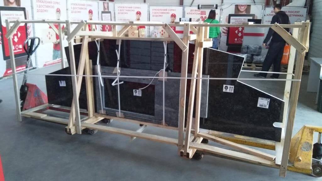 Упаковка и доставка каменных столешниц