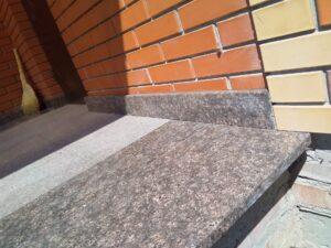 Верхняя площадка лестницы из гранита Дидковичи