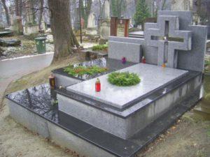 Памятник из серого Покостовского гранита